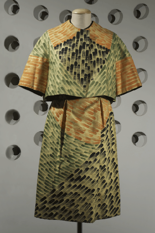 Germana Marucelli, Cocktail dress, Linea Assira, Spring/Summer 1962. Decorative patterns designed and hand-painted by Paolo Scheggi. Photo by Marcello Gobbi | Archivio Germana Marucelli
