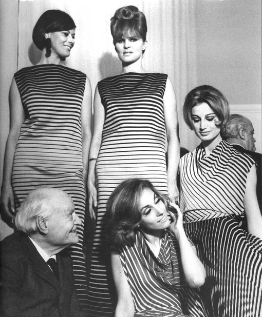 Giuseppe Ungaretti (main Italian XXth century poet) with models during the presentation of Linea Optical (Spring/Summer 1965) at Germana Marucelli's Rome atelier, Rome © Glauco Cortini (Studium) | Archivio Germana Marucelli