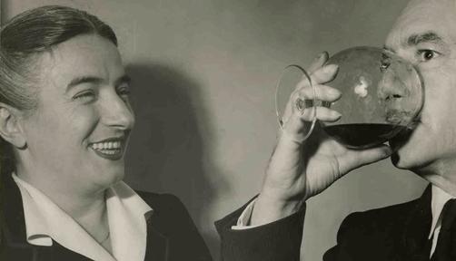 Germana Marucelli and Salvatore Quasimodo (poet and 1959 literature Nobel Prize laureate), 1950. © Patellani | Archivio Germana Marucelli