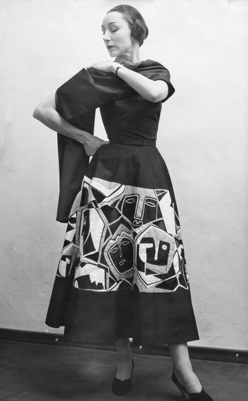 Germana Marucelli, Daywear dress, Linea Gentile, pattern designed with Pietro Zuffi. The dress is worn by Maria Cumani (dancer, actress, poetess and wife of Salvatore Quasimodo, poet and 1959 literature Nobel Prize laureate). 1949 © Paolo Costa  | Archivio Germana Marucelli |