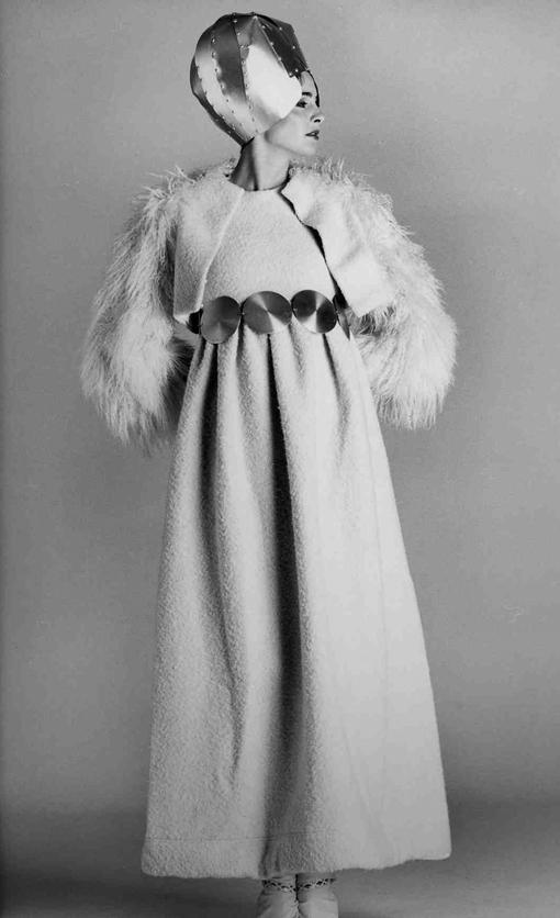 Germana Marucelli, Evening gown, Linea Alluminio, Fall/Winter 1968/69. Accessories designed with Getulio Alviani © Bob Krieger | Archivio Germana Marucelli