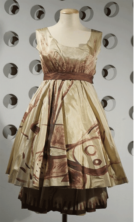 Germana Marucelli, Cocktail dress, collection La Marucelliana, 1962. Decorative patterns designed and hand-painted by Paolo Scheggi. Photo by Marcello Gobbi | Archivio Germana Marucelli