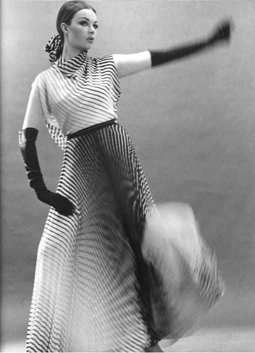 Germana Marucelli, Evening gown, Linea Optical, Spring/Summer 1965. Printed decorative patterns designed with Getulio Alviani © Antonio Cesano | Archivio Germana Marucelli