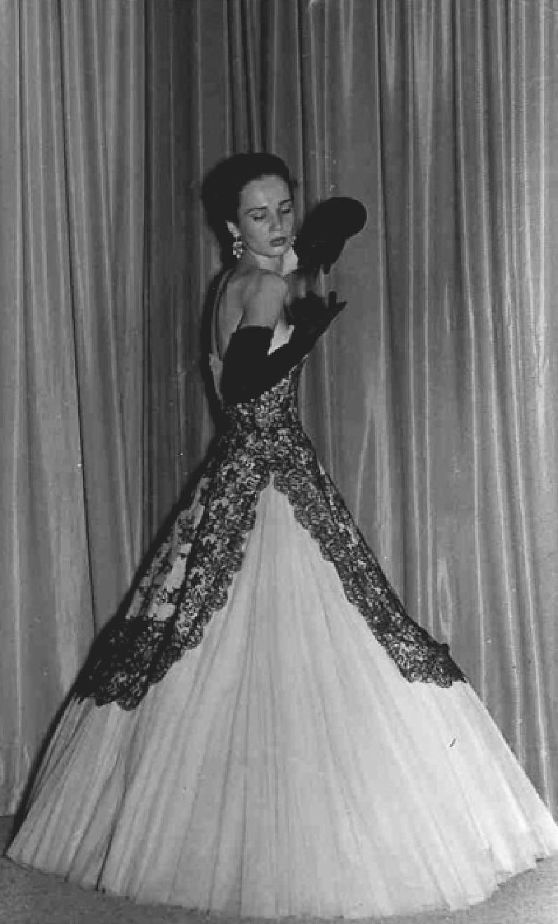 Germana Marucelli, abito da Sera linea Gentile, 1943-48 © Foto Toja | Archivio Germana Marucelli