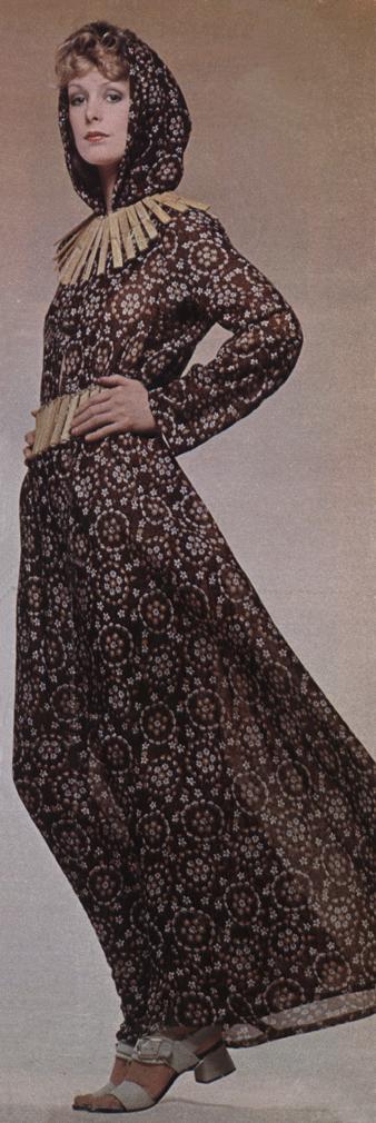 Germana Marucelli, abito linea Saio, primavera/estate 1971. Cintura e collana di Tomonori Toyofuku per Marucelli, 1970 | Archivio Germana Marucelli