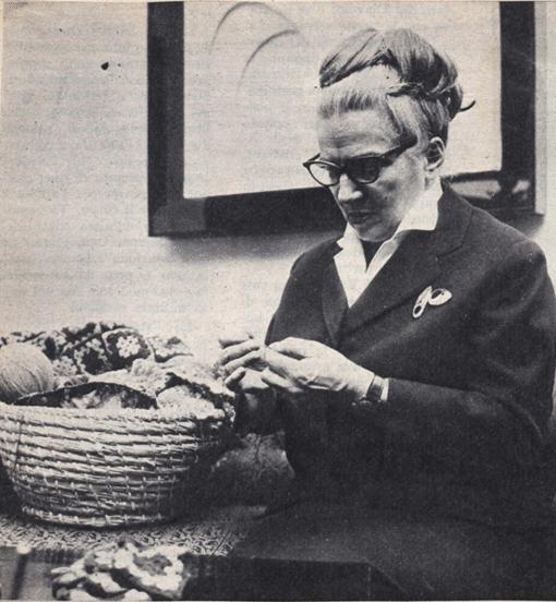 Germana Marucelli indossa una spilla ideata da Paolo Scheggi | Archivio Germana Marucelli