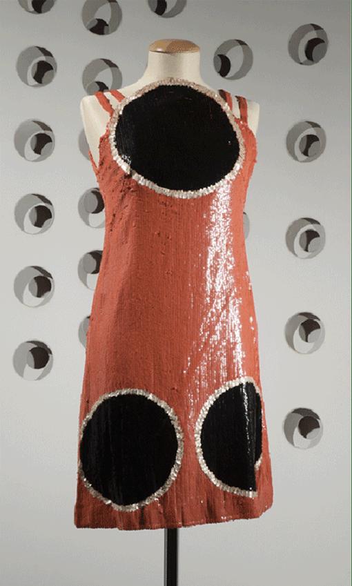 Germana Marucelli, abito da Sera linea Alluminio,  autunno/inverno 1968/69. Motivi decorativi ideati in collaborazione con Paolo Scheggi. Foto di Marcello Gobbi | Archivio Germana Marucelli