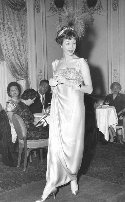 Germana Marucelli, abito da Sera linea Impero, primavera/estate 1951 © Edward Ozern   Archivio Germana Marucelli